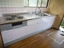 ピンクカラーの優しいキッチンに♪