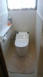 施工1日で完了。 手洗い付きタンクからすっきりタンクレスにリフォーム