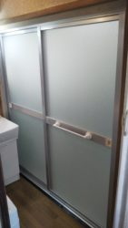 浴室ドアを新しく!