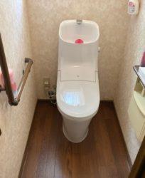 床が腐食してしまったトイレを新しく!